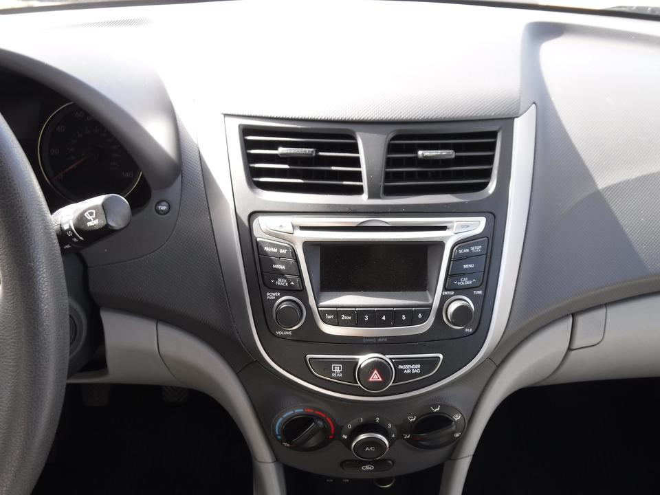 2016 Hyundai Accent SE 4-Door 6A