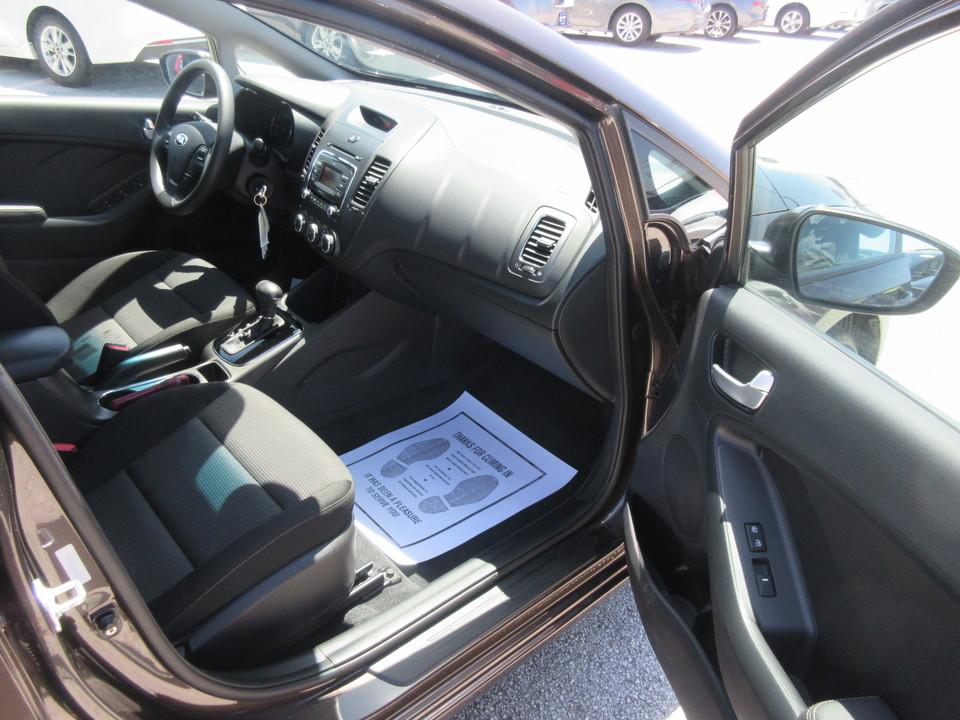2017 Kia Forte LX 6A
