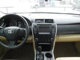 2016 Toyota Camry LE thumbnail