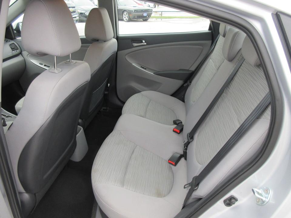 2017 Hyundai Accent SE 4-Door 6A