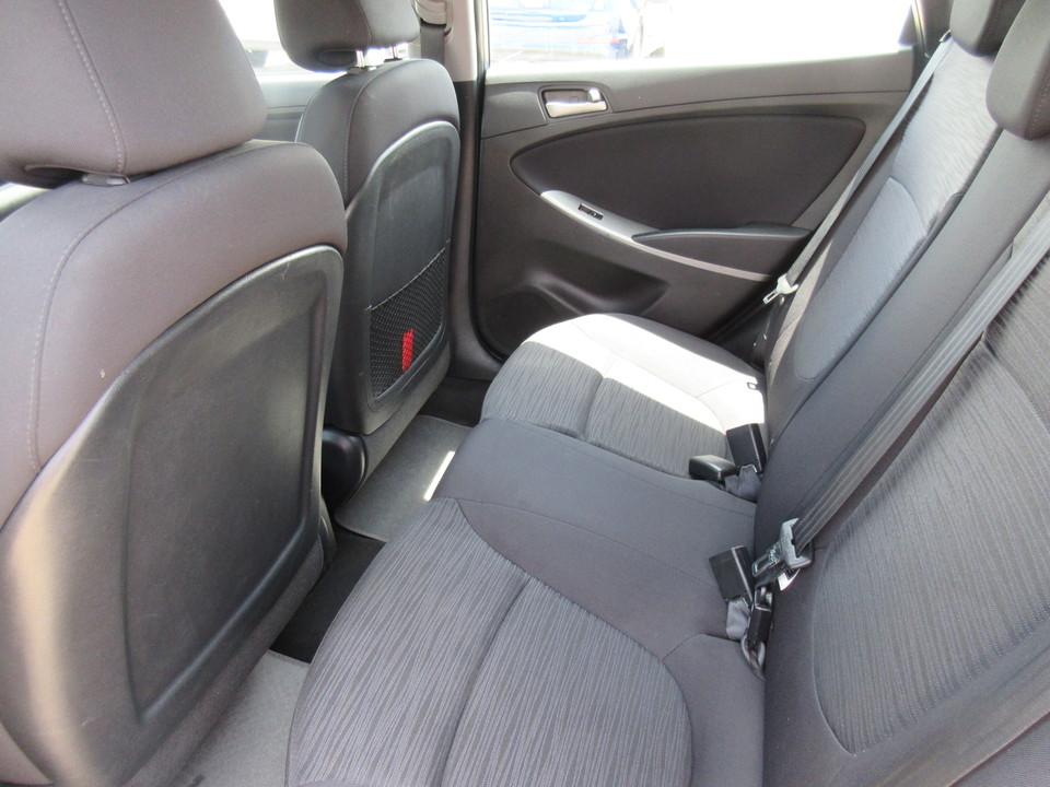 2017 Hyundai Accent SE 5-Door 6A