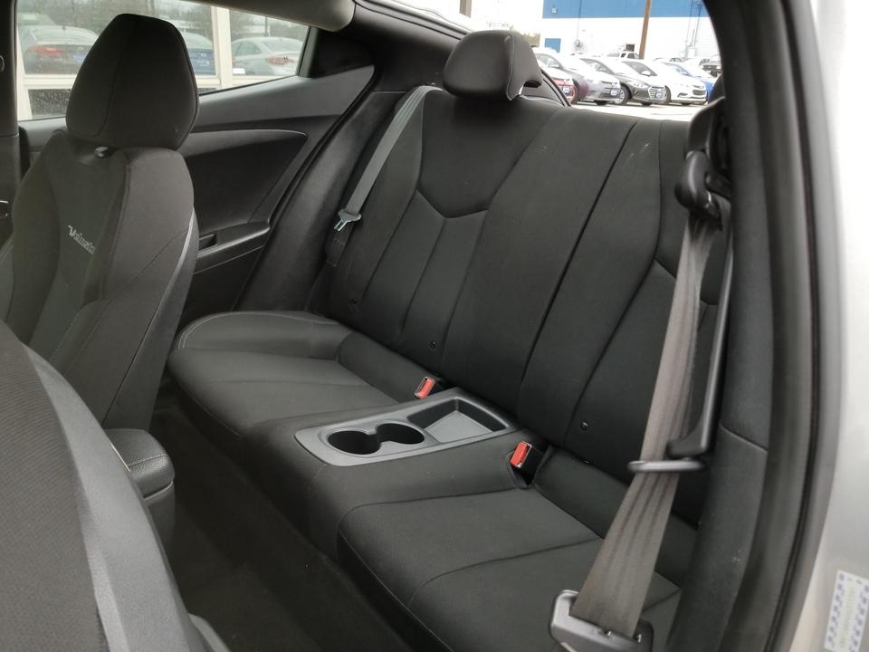 2017 Hyundai Veloster Base 6AT