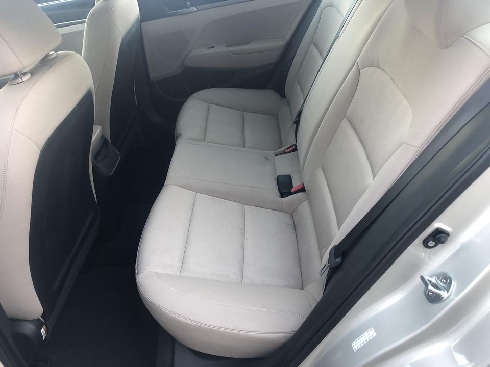 2017 Hyundai Elantra SE 6AT
