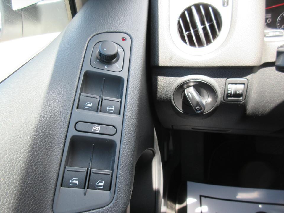 2015 Volkswagen Tiguan SE