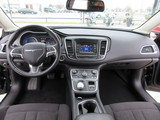 2015 Chrysler 200 Limited thumbnail